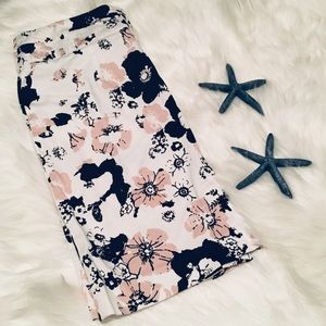 🌸 Beautiful Flower Donna Ricco Midi skirt.